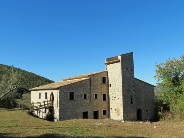 Exceptional torre colombaia for sale in Umbria.